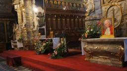 Odpust bł. Wincentego Kadłubka 12.10.2014. Ołtarz główny i boczne.