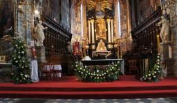 Wielkanoc 2015. Ołtarz główny i boczne.