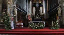 Niedziela-3 Maja 2015. Ołtarz główny i boczne.