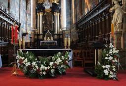 Niedziela 01.05.2016. Ołtarz główny.