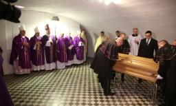 Pochówek w kryptach katedralnych